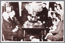 WAT002000159 In zijn woning aan de Zandweg nummer 115 werd op 1 october 1942 het feit gevierd dat Klaas de Boer 30 jaar ...