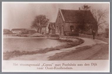 WAT002000206 Het stoomgemaal ,,Ceres met Poelsluis aan den Dijk naar Oost-Knollendam.Midden: de sluiswachterswoning ...