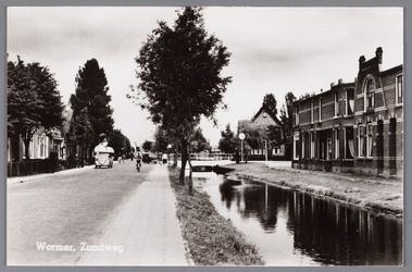 WAT002000351 Richting Schansbrug en Jisp. Op de hoek (op nummer 35) winkel van Nicolaas ( Nic ) Vens, broodwinkel. (van ...