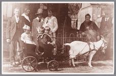 WAT002000375 Kinderen Siekerman in de geitewagen voor het huis van Siekerman aan de Zandweg naast café Landzicht (op ...