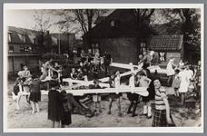 WAT002000529 De speeltuinvereniging ,,Wormer'' met nieuwe draaimolen in 1938. Met vooraan Hil de Vries