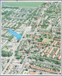 WAT002000576 Luchtfoto van Wormer.De Postkantoor van Wormer is met een dikke pijl aangegeven!