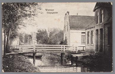 WAT002000557 De Dorpsstraat met wegsloot ten westen van het Zaandammerpad voor de demping van de sloot, het tweede ...