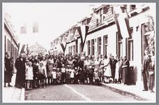 WAT002000714 Jan Fritz (1874)en Trijntje (Tinie) Koeman (1873) waren op 3 juli 1945, 50 jaar getrouwd. Links zien we de ...