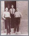 WAT002000717 Cornelis Johannes (Cees) Knijn (1918), Hendrik (Henk) Knijn (1916) (schobbedebonk) en Johannes Cornelis ...
