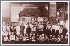 WAT002000757 Manufacturenwinkel van de weduwe Ruiter.In 1927 was hier gevestigd Jb. van Vlaanderen met zijn ...