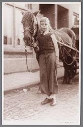 WAT002000828 Oudste zoon van meester Paul kramer, Engelbertus Johannes (Bertus) Kramer (1933)