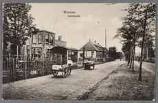 WAT002000836 Links de gasfabriek uit Wormer, bouwjaar 1912.Fabriek gesloopt in januari 1930.Midden voor zien we een ...