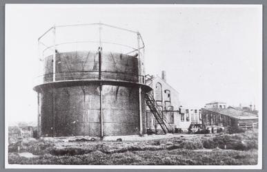 WAT002000818 De gasfabriek te Wormer uit 1912.Links de gashouder.Fabriek gesloopt in januari 1930.