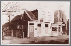WAT002001067 Café Matje , van Josje Maas.Naast het cafeé een klein winkeltje, waarin Henk Elemans een patatzaak heeft ...