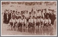 WAT002001121 Uitje naar het strand, waarschijnlijk zien we hier een groep van de Katholieke Arbeiders Jeugd van ...