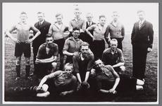 WAT002001122 Voetbalelftal WSV. Dit elftal was kampioen Res. 3e klas B 1937-1938. Achterste rij v.l.n.r.: Cor Graas, ...