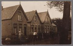 WAT002001294 Dorpsstraat nummer 315, 317 en 319. Links het huis van Jan Roos en zijn vrouw Trijntje Smit (1885) (links ...