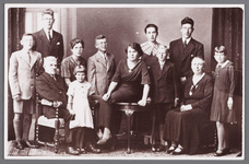 WAT002001311 Familie Graas-KleijFoto v.l.n.r. bovenste rij: Cor Graas, Dirk Graas, Guurtje Graas, Gerard Graas, Nel ...