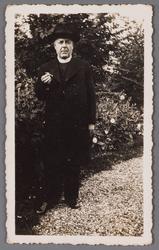WAT002001375 Pastoor Verwer, pastoor van 1935 tot 1958 in Wormer.