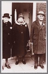 WAT002001487 Foto v.l.n.r. Aaltje Bank-Binken (meisjesnaam Alida Francina ( Aaltje) Binken geboren in 1886), Cornelis ...