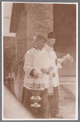 WAT002001385 Inwijding van de Rooms-katholieke jongensschool Sint Jozef oor pastoor Kooij.