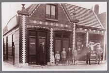 WAT002001449 Café ''De Tijdgeest'' van Dirk Eenhoorn, Dorpsstraat 373, later overgenomen door Jac. Roozendaal, hij ...