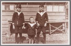WAT002001485 Foto v.l.n.r. Hendrikus Jacobus (Henk) Conijn (1923), Gerardus Antonius (Gerrit) Conijn (1928) en Jacob ...
