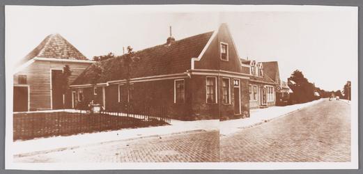 WAT002001500 Foto v.l.n.r. boerderij van Jan Vink ( nu Dorpsstraat nummer 385) en daarnaast het café van Jan Zijp, de ...