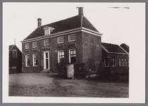 WAT002001515 Het oude raadhuis van Wormer, gebouwd als koopmanshuis omstreeks 1660.Vanaf 1818 in gebruik genomen als ...