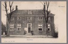 WAT002001525 Het oude raadhuis, gebouwd als koopmanshuis omstreeks 1660.Vanaf 1818 in gebruik genomen als raadhuis.In ...