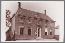 WAT002001532 Het oude raadhuis van Wormer, gebouwd als koopmanshuis omstreeks 1660.Vanaf 1818 in gebruik genomen als ...