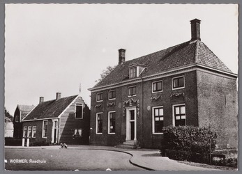 WAT002001541 Het oude raadhuis van Wormer, gebouwd als koopmanshuis omstreeks 1660.Vanaf 1818 in gebruik genomen als ...