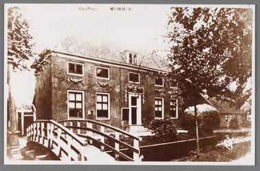 WAT002001542 Het oude raadhuis van Wormer, gebouwd als koopmanshuis omstreeks 1660.Vanaf 1818 in gebruik genomen als ...