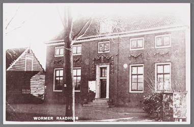 WAT002001543 Het oude raadhuis van Wormer, gebouwd als koopmanshuis omstreeks 1660.Vanaf 1818 in gebruik genomen als ...