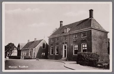 WAT002001544 Het oude raadhuis van Wormer, gebouwd als koopmanshuis omstreeks 1660.Vanaf 1818 in gebruik genomen als ...