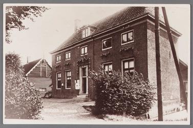 WAT002001553 Het oude raadhuis van Wormer, gebouwd als koopmanshuis omstreeks 1660.Vanaf 1818 in gebruik genomen als ...