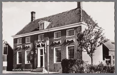 WAT002001554 Het oude raadhuis van Wormer, gebouwd als koopmanshuis omstreeks 1660.Vanaf 1818 in gebruik genomen als ...