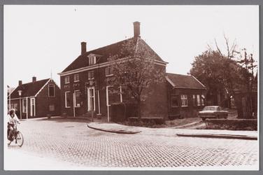 WAT002001560 Het oude raadhuis van Wormer, gebouwd als koopmanshuis omstreeks 1660.Vanaf 1818 in gebruik genomen als ...