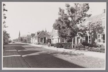 WAT002001609 Foto v.r.n.l. Dorpsstraat nummer 397,395, 393, huis van Piet Grandiek op Dorpsstraat nummer 391, daarnaast ...