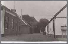WAT002001665 Foto links voor; café Moriaanshoofd.Café met woning, kolfbaan alsmede een vrijstaand voormalig stal en ...