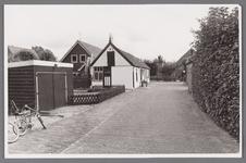 WAT002001666 Kerkstraat vanaf de kerk.Met linksvoor, een huis aan de Kerkstraat nummer 4 en rechts café Moriaanshoofd, ...