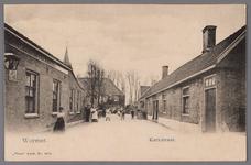 WAT002001687 Kerkstraat met rechts huisjes van de Diaconie van de Nederlands- hervormde Kerk en links café ' t ...