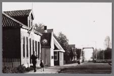 WAT002001692 Links voor: café Moriaanshoofd.Café met woning, kolfbaan alsmede een vrijstaand voormalig stal en ...