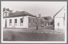 WAT002001694 Links voor: café Moriaanshoofd. Midden achter de Nederlands-hervormde kerk aan de Kerkstraat nummer ...