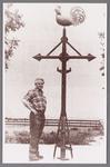 WAT002001716 Gerrit Conijn Gz, van beroep smid. Hij heeft dit kruis gemaakt voor de Nederlands-hervormde kerk in Wormer.