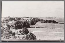 WAT002001725 Gezicht vanaf de Nederlands-hervormde kerk van Wormer, kijkend richting het westen. Links vooraan ...