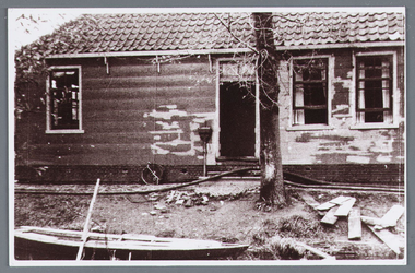 WAT002001799 Boerderij van Klaas de Leeuw, verbrand op zaterdag 2 november 1940.