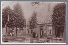 WAT002001893 Foto v.l.n.r. Jan Witkamp, (geboren in 1887) met zijn vrouw Maartje Verwer, (geboren in 1890) en hun zoon ...