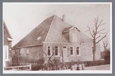 WAT002001916 Boerderij Van Bertus de Leeuw na de brand met melkbussen.