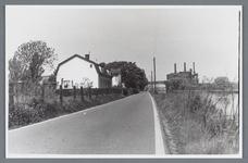 WAT002001955 Zaandammerpad, Noordijk.Rechts: het ketelhuis.Links huizen en witte villa van directeur papierfabriek Van ...