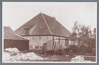 WAT002001897 Boerderij van Witkamp, gebouwd na 1929 met daarvoor een secreet.