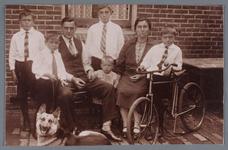 WAT002001914 Familie Binken - Fritz.Foto v.l.n.r. Jan Binken, geboren in 1919, Wilhelmus (Wim) Binken, geboren in 1923, ...