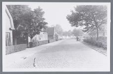 WAT002001931 Foto v.l.n.r.; huis Jaap Bloem, Oosteinde 85, boerderij van Schellinger, Oosteinde 87, huis van Klaas ...