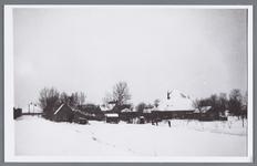 WAT002002069 Schoorsteen van Papierfabriek van Gelder met rechts boerderij van Battem.Winters gezicht richting ...